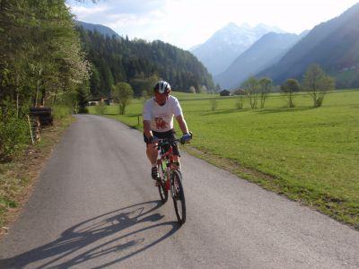 Léto na kole i na inlinech u vody