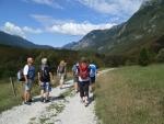 cesta od Kozjaku k řece Soča