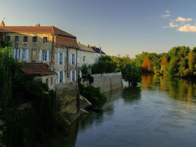 Burgundsko na lodi a na kole - Canal du Nivernais 1 pro uzavřenou skupinu 10 osob