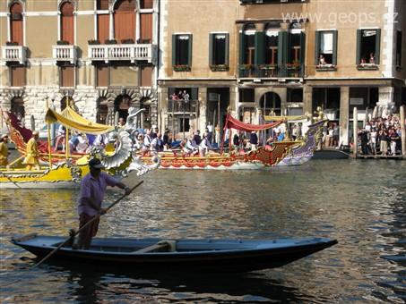 Benátky, ostrovy, slavnosti gondol a moře a bienále 2015