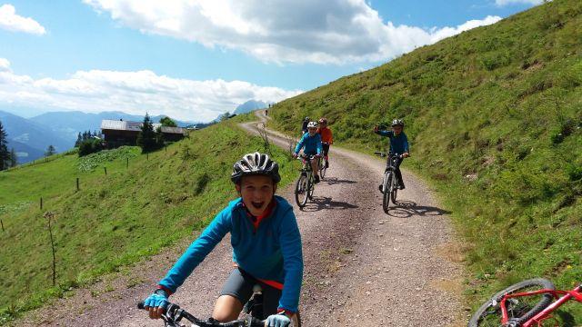 Ze středověku do pravěku na kole
