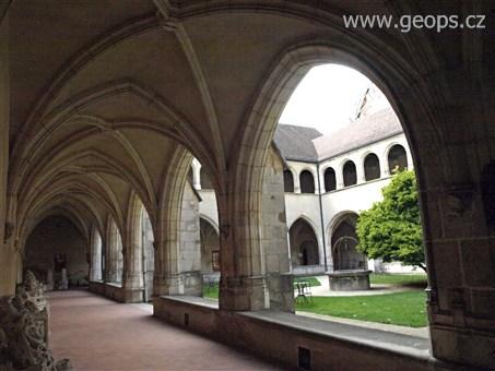 Kouzelná příroda Jury a památky Franche-Comté 2015